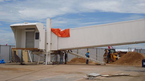 Duas pontes de embarque são instaladas no aeroporto Marechal Rondon; fotos
