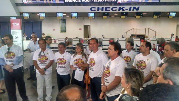 Representantes do trade turístico cobram data para fim das obras no aeroporto