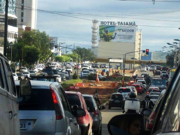 Tapumes cercando o caminho do VLT já foram retirados da avenida do CPA