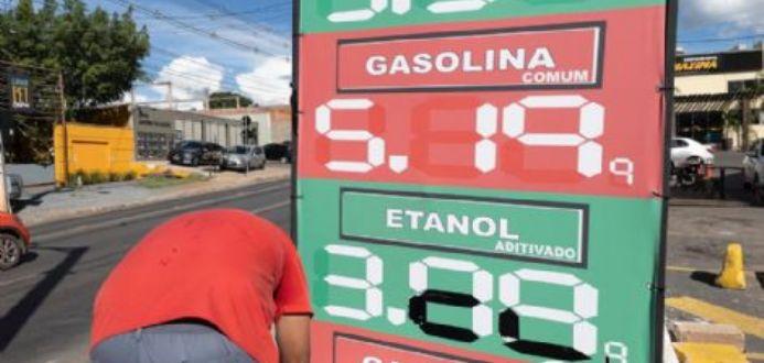 Petrobrás anuncia novo aumento de 7% na gasolina e 9% no diesel a partir de terça-feira