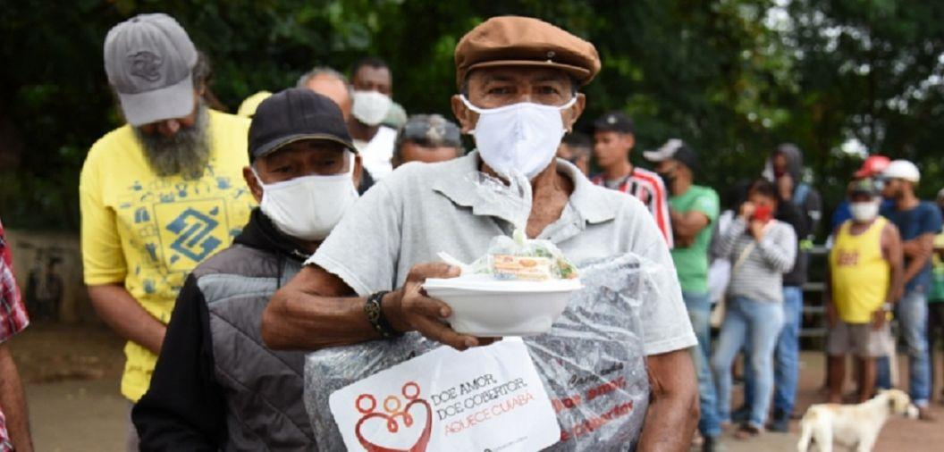 No dia mais frio do ano, campanha 'Aquece Cuiabá entrega cobertores à população em situação de rua