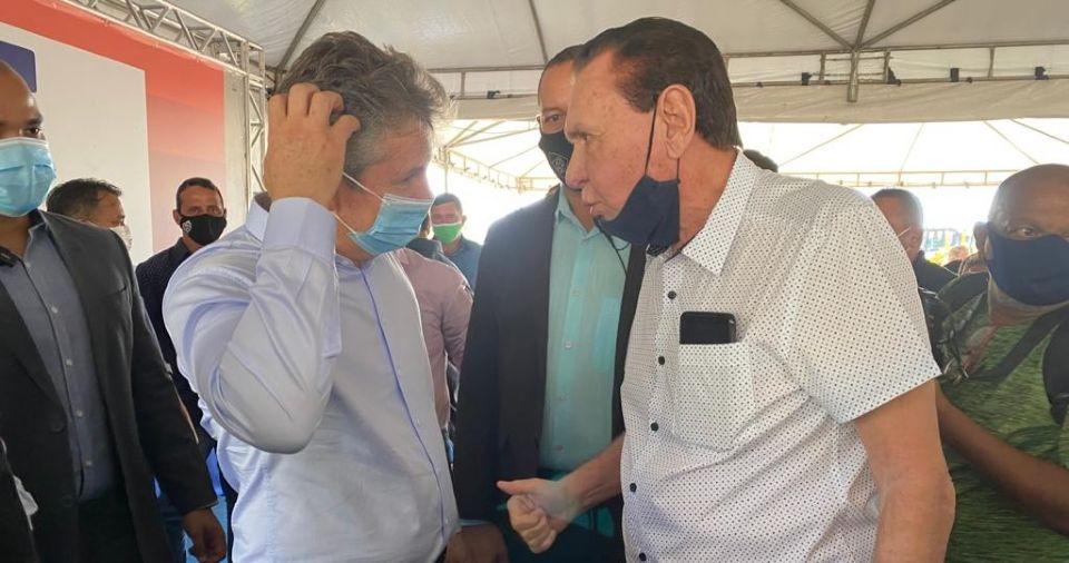 """Durante entrega de maquinário, Bezerra cobra cargo e irrita Mauro: """"vai romper por causa de um carguinho?"""""""