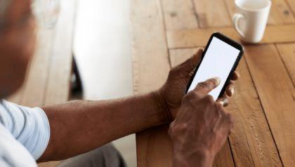 Consumo de eletrônicos cresce entre pessoas com mais de 60 anos e comerciantes sentem mudança