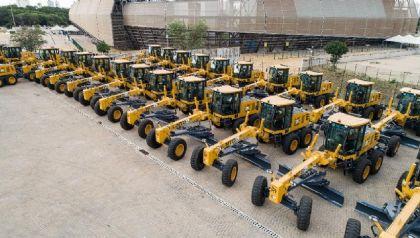 Governo entrega máquinas e equipamentos para manutenção de rodovias