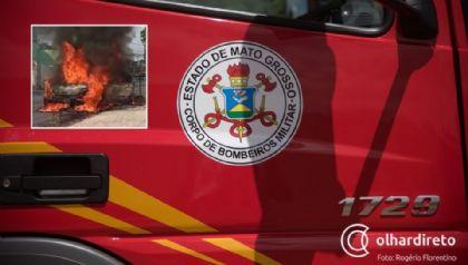Bombeiros controlam incêndio em carro que pegou fogo em decorrência do calor; <font color=orange>veja vídeos</font color=orange>
