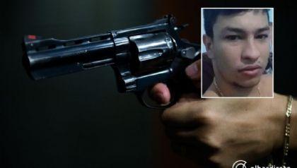 Homem é executado com cinco tiros em distribuidora por dupla em motocicleta