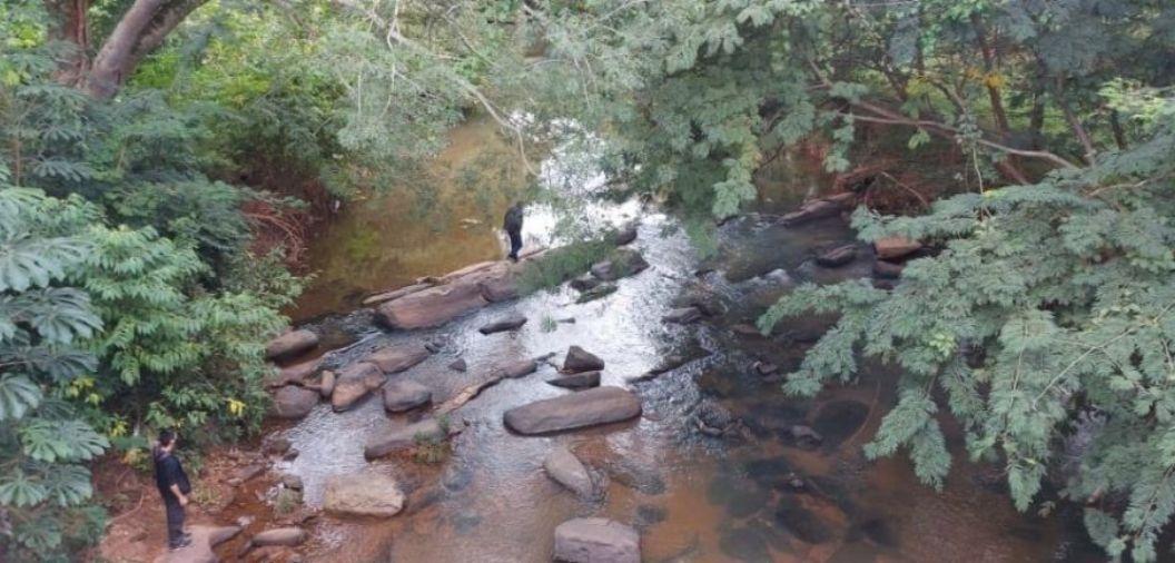 Corpo de idoso morto em latrocínio é encontrado boiando em rio