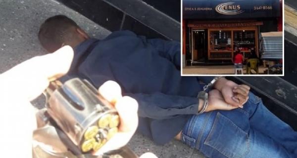 2868cc615db a mão armada. Adolescente de 14 anos é preso roubando joalheria em Cuiabá
