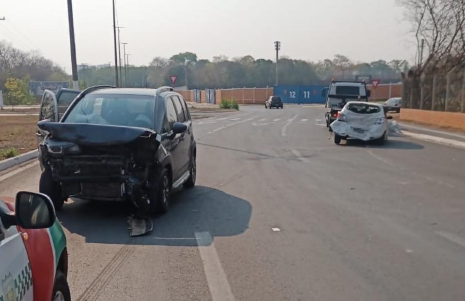 AirCross colide com Onix próximo à rotatória da Univag; veja fotos e vídeo