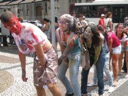 Calouros de direito da USP pedem dinheiro no Centro de São Paulo