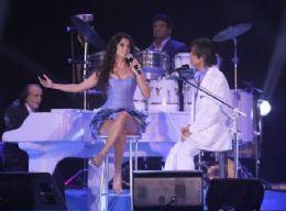 Paula Fernandes, citada como affair de  Roberto Carlos revela Cardápio