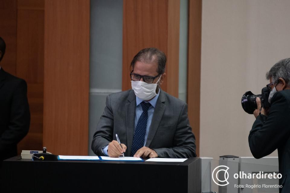 Paulo Araújo diz que AL não pode cobrar o Executivo se não paga a RGA aos servidores do Legislativo; Botelho discorda