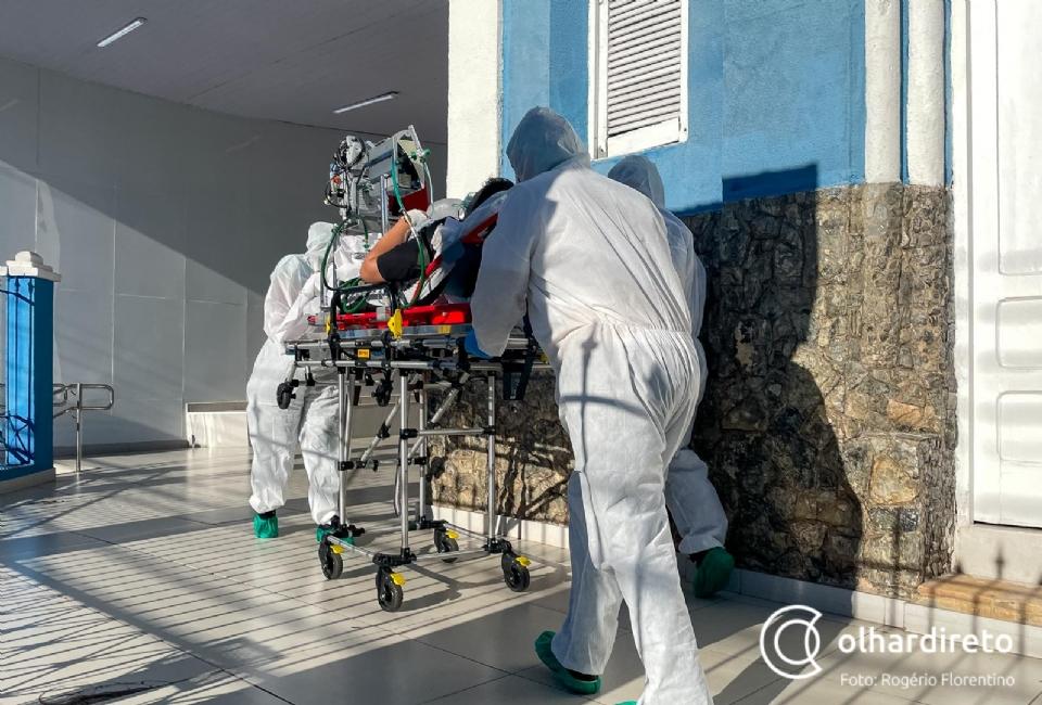 Pesquisador da FioCruz diz que além da vacina, são necessárias restrições para evitar terceira onda da Covid-19