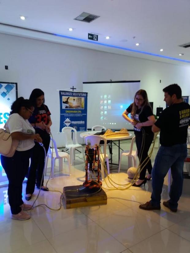 Univag Profissões apresenta carreiras com exposições de cursos no Goiabeiras Shopping