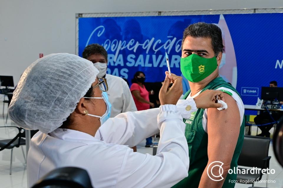 Foto da recente vacinação do prefeito Emanuel Pinheiro