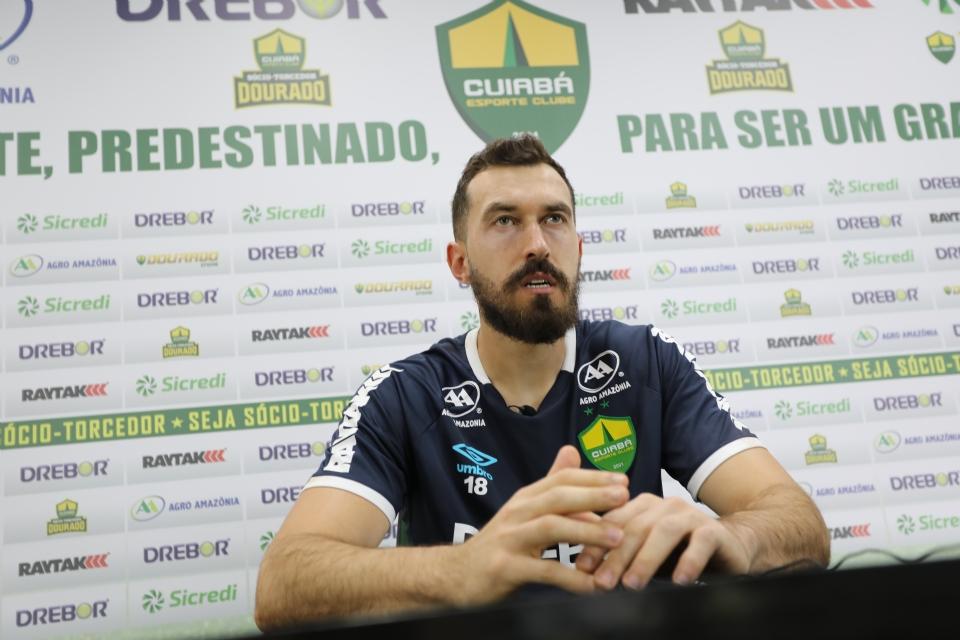 Walter diz que Cuiabá precisa errar menos nos jogos e que empate contra o São Paulo no Morumbi não será ruim