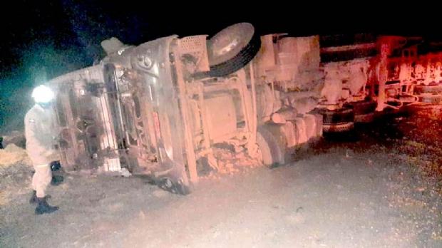 Mulher morre e outros três ficam feridos em acidente com caminhão na BR-158