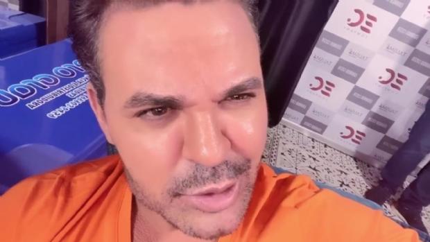 Show de Eduardo Costa em MT é cancelado e população apedreja ônibus do sertanejo; Veja vídeos