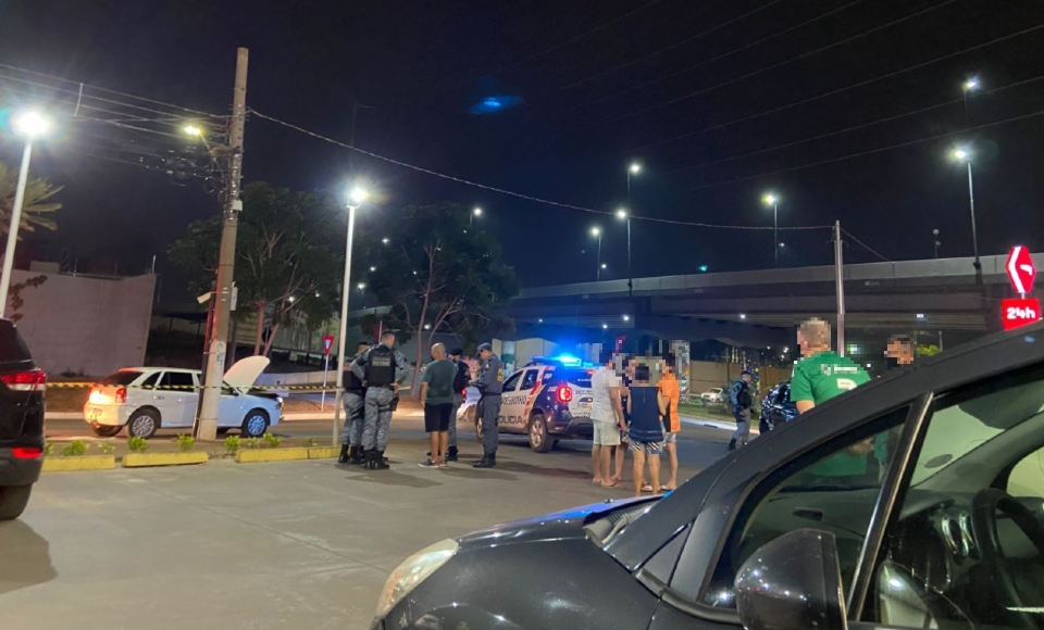 PM à paisana flagra furto de carro em frente à Drogasil e dispara contra suspeitos