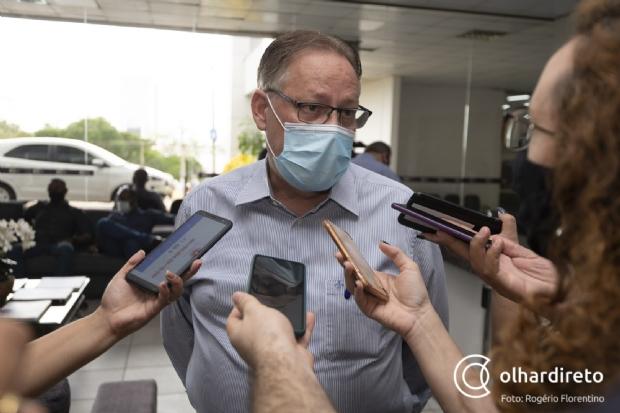Gilberto diz que não há vacinas suficientes nem para grupos prioritários e terá de escolher quem imunizar