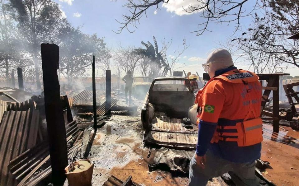 Incêndio destrói oficina, queima 13 carros e se espalha por mais de mil hectares de plantação;  fotos
