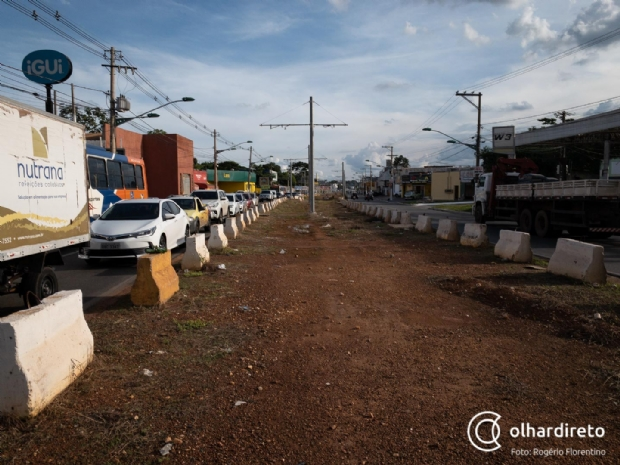Parada desde 2014 e com risco de ser descartada, obra do VLT ainda causa transtorno aos comerciantes