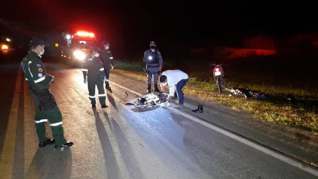 Dois homens são encontrados mortos em rodovia e polícia investiga acidente