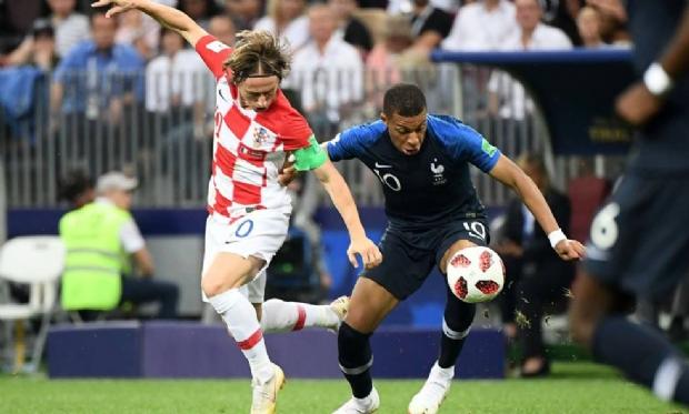 França bate Croácia por 4 a 2 e alcança título de bicampeã mundial
