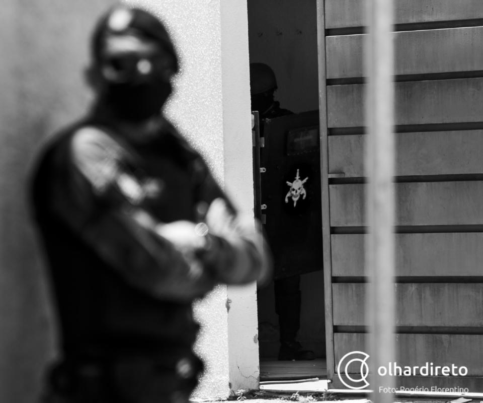 Polícia Militar libera 14 reféns e prende suspeitos de sequestro em fazenda