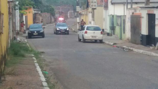 Motoqueiros armados disparam mais de 20 vezes contra residência em Cuiabá