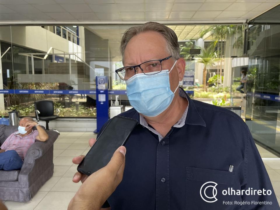 Gilberto diz que doses da Janssen irão para os 141 municípios: 'Não vamos privilegiar ninguém'