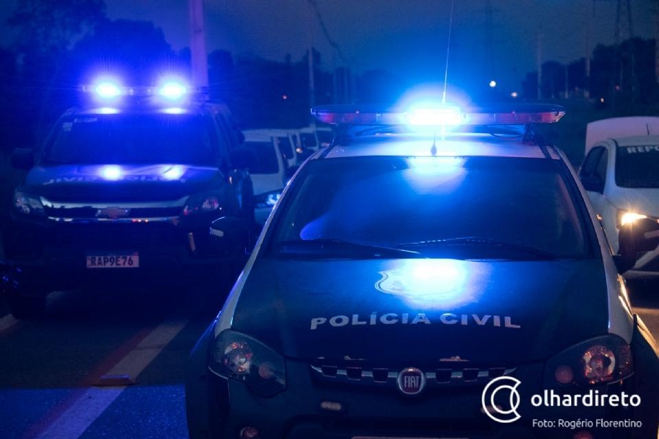 Agressor ataca mulher com facão e é contido por vizinhos até a chega de policiais