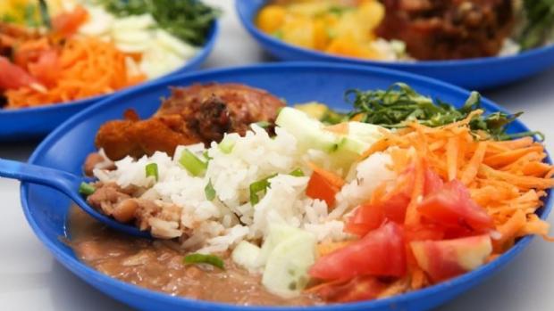 Deputados derrubam veto e escolas passam a ser obrigadas a fornecer alimentação inclusiva