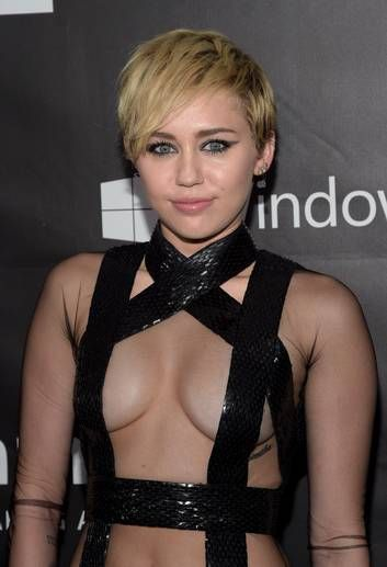 Miley Cyrus gasta R$ 1,2 milhão em leilão e admite que estava 'um pouco bêbada