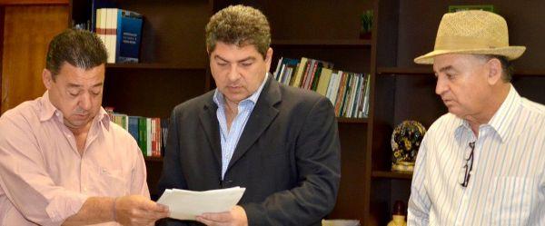 Primeiro-secretário da gestão Riva, Savi nega 'bagunça' e 'gastança' e entrega documentos da gestão anterior para a atual Mesa Diretora