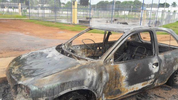 Carro e motocicleta são incendiados em Mato Grosso;  fotos