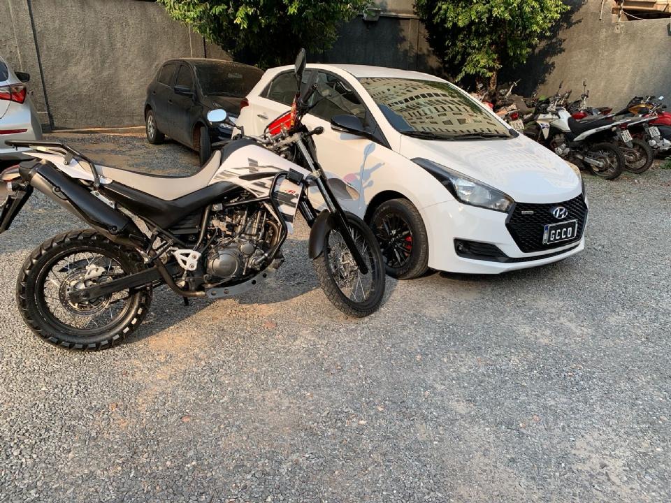 GCCO prende casal com carro e moto comprados com dinheiro de golpes em Várzea Grande