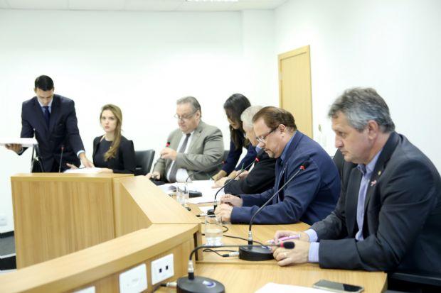 Comissão convoca reunião extraordinária e derruba 17 emendas da PEC do Teto
