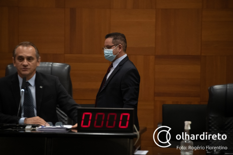 Para por fim a novo imbróglio jurídico, Assembleia aprova PEC que proíbe reeleição de presidente e 1º secretário
