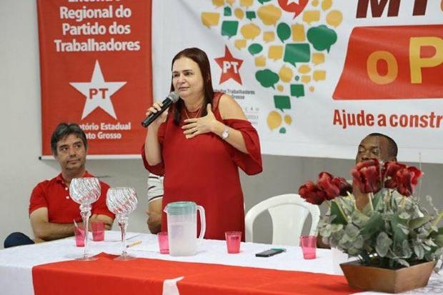 Deputada eleita em MT desafia Bolsonaro a mostrar 'kit gay' e o acusa de desrespeitar professores;  vídeo
