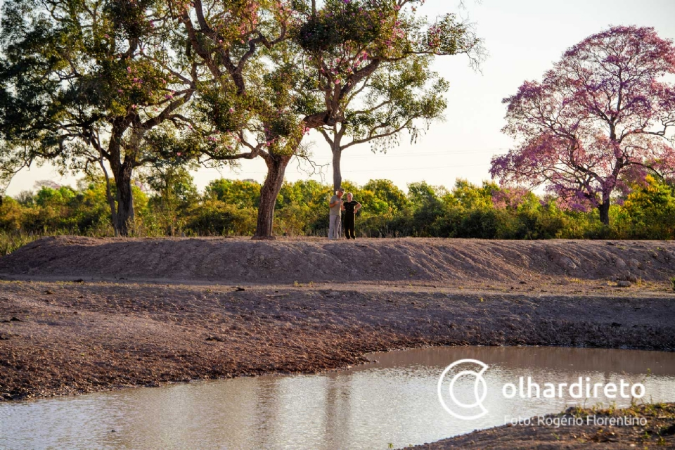 Estado leva 25 mil litros de água para animais do Pantanal com ajuda de poços construídos pela Adepan