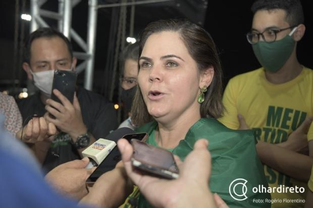 """""""Estão querendo proibir os militares de dizer que gostam do Brasil?"""", questiona coronel Fernanda sobre manifestação"""