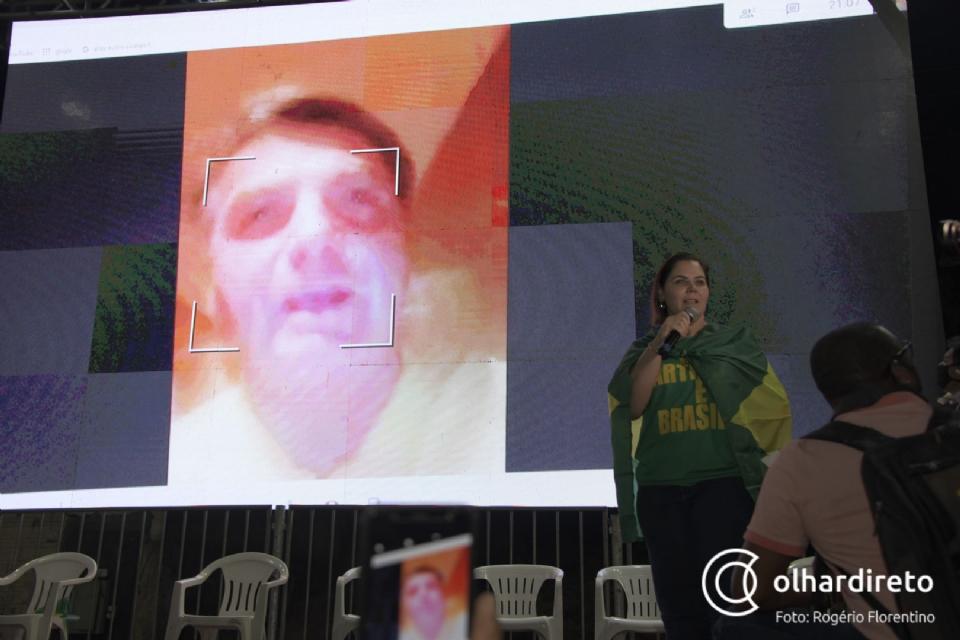 Jair Bolsonaro em vídeochamada durante convenção da Coronel Fernanda em 2021