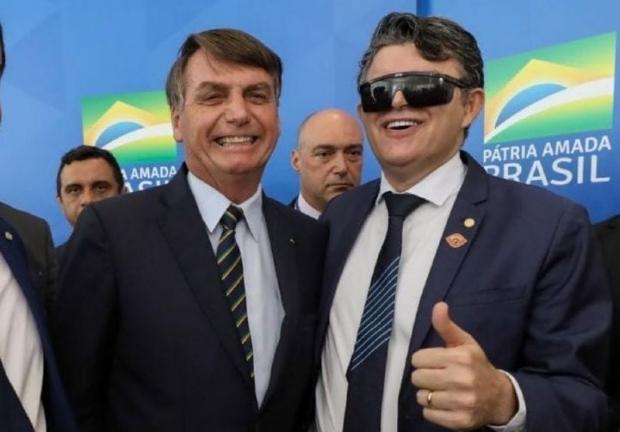 Veja vídeo: Bolsonaro diz a apoiadores que Medeiros é seu candidato ao Senado em 2022