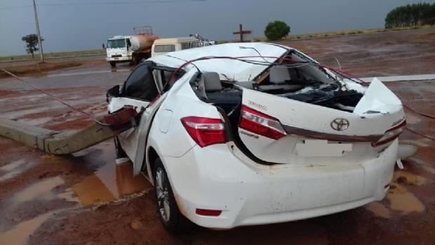 Ventania destrói Corolla, derruba galpão e deixa prejuízo de R$250 mil à empresa