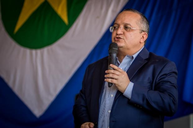 """""""Aqui nasceu Cuiabá e ficou esquecido"""", diz Pedro Taques em vistoria a início das obras de asfalto do Coxipó do Ouro"""