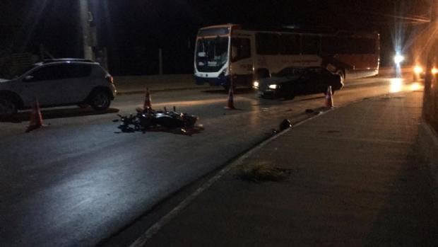 Motociclista morre ao bater de frente com ônibus na Mario Andreazza