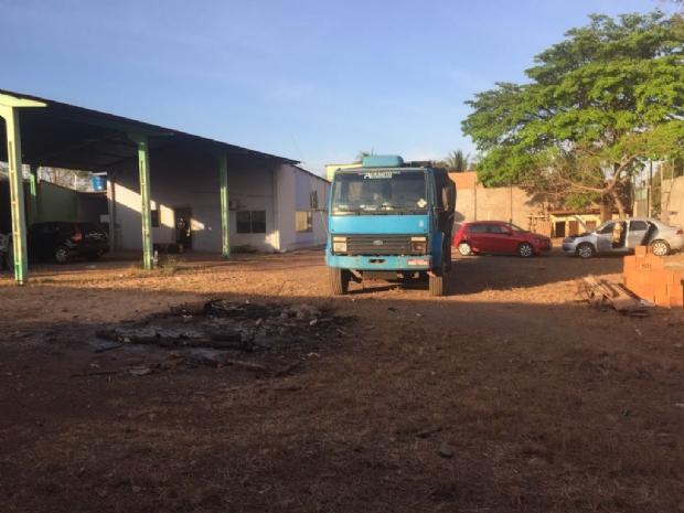 Polícia apreende caminhão, Voyage, Gol e mais três veículos ligados à facção criminosa; três presos