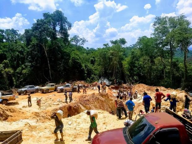 Nova 'Serra Pelada' em Mato Grosso atrai milhares de garimpeiros à procura de ouro;  veja