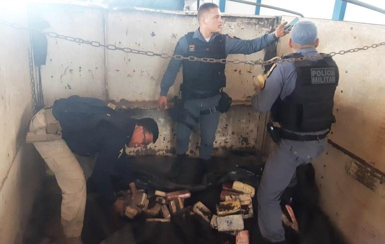 Caminhoneiro é preso transportando carga de cocaína avaliada em mais de R$ 6 milhões na BR-364; veja vídeo